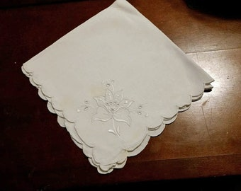 4 Vintage Embroidered  Scalloped 14 Inch Linen Napkins