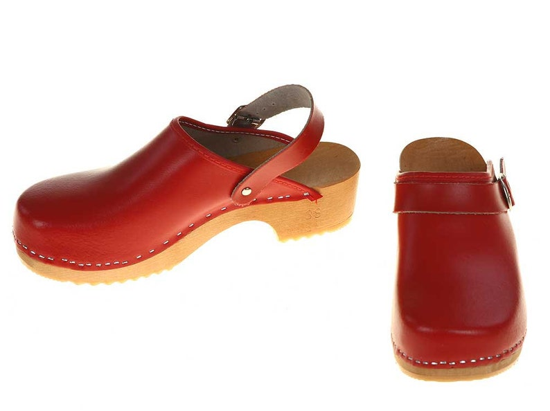 f45351fa9d7b9 Clogs red with turnable strap