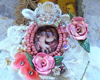 Catholic Virgin Mary, Baby Jesus, Madonna and Child, Religious Handmade Pendant Necklace, Flowers, Vintage Lace, Crown, Collar Virgen Maria