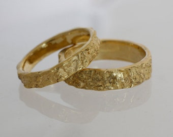 Modern wedding mens and womens band set  for couple, Unique solid gold rings set.
