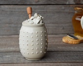 Stoneware Honey Jar with roses and pink dots in relief -  cream - Stoneware (grès)