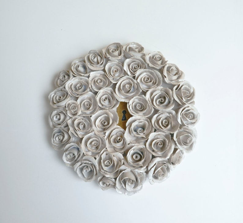Secret gardens n 1 Stoneware hanging plaque with white roses