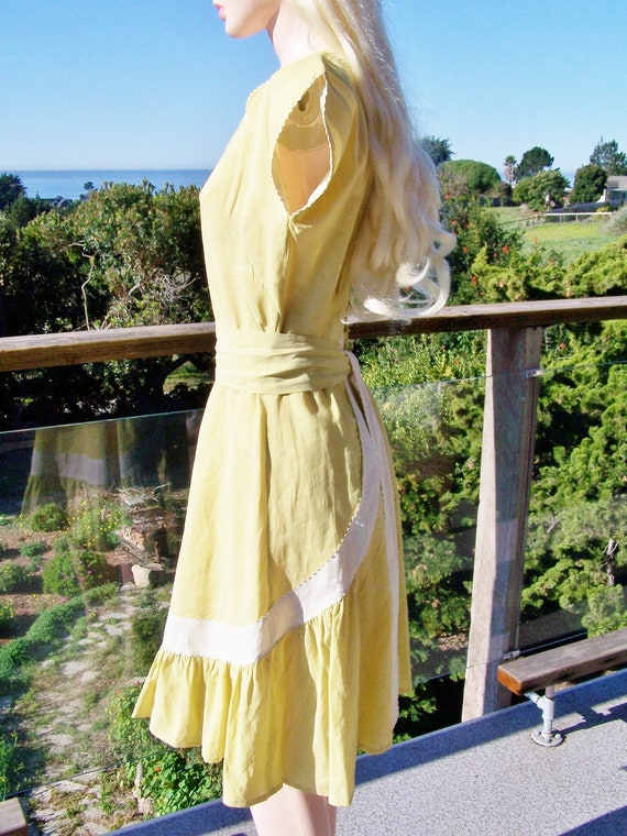1940s Day dress Yellow Summer Amber Button back dr