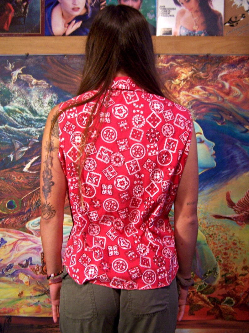 Western Blouse red bandana print sleeveless cowgirl top M