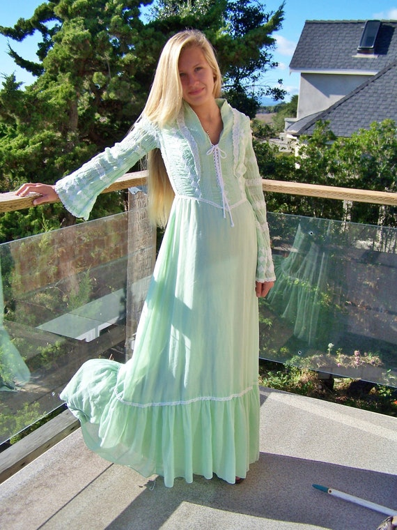 70s Dress Renaissance Peasant Lace up Romantic Gun