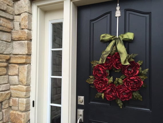 Christmas Red Wreaths, Holiday Wreaths, Traditional Christmas, Christmas Wreaths, Holiday Entertaining and Decor