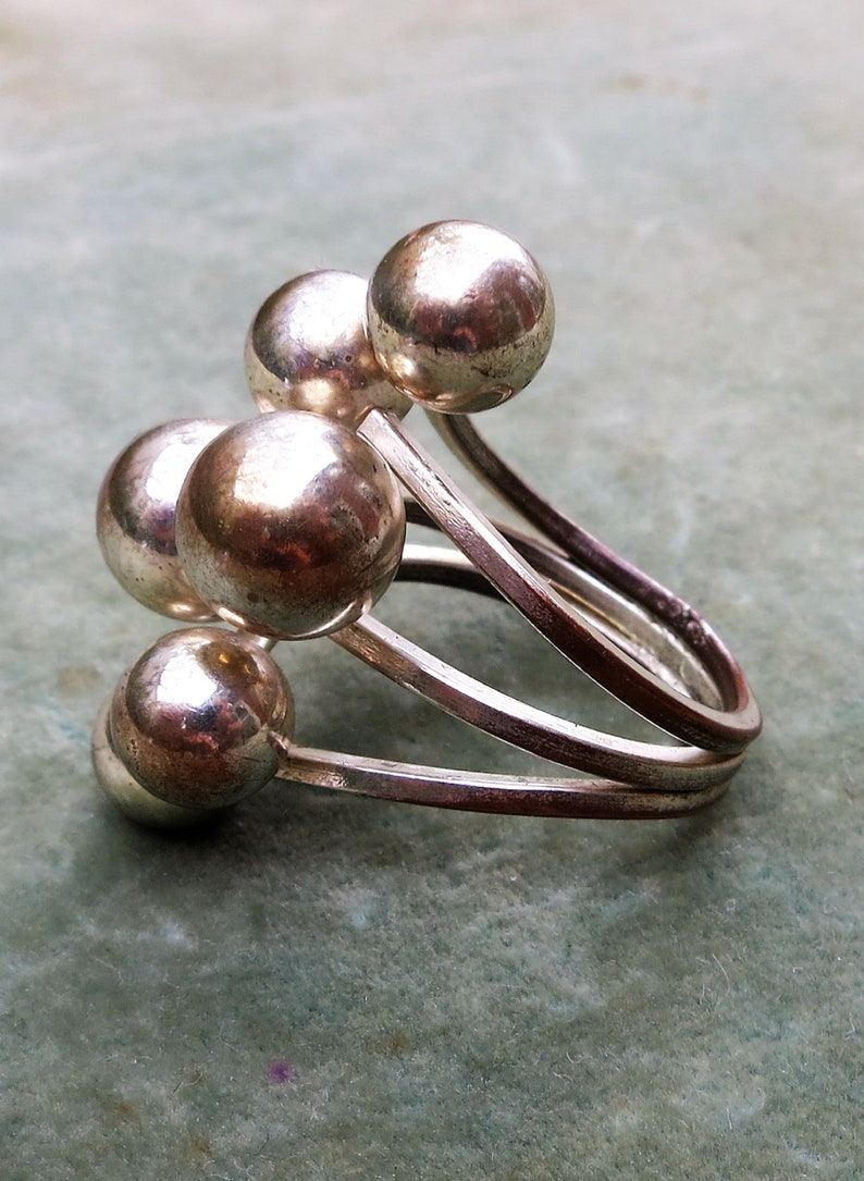 A Silver Tone Ring with a Cluster of Bobbles Size 8