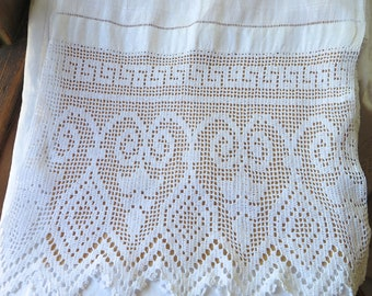 Antique French Linen Table Runner White Jacquard Weave With Wide Crochet  Lace Border Extra Long Greek Key