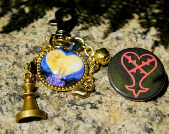 Kingdom of Hearts key chain and pin set