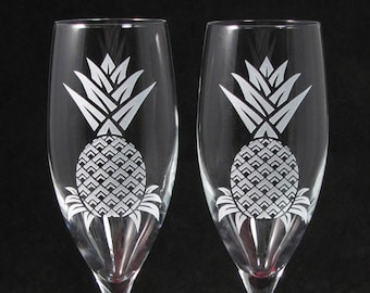 NEW 2 Pineapple Toasting Flutes, Hawaiian Destination Wedding Champagne Glasses, Engraved Fine Crystal Wedding Present Bride to Be