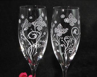 NEW 2 Modern Butterfly Champagne Glasses, Mod Playful Themed Wedding Decor, Personalized Gift for Couple