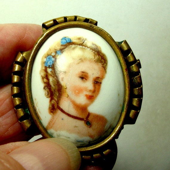 antique porcelain cameo brooch pin, Antique French Limoges black porcelain /'/' Wedding proposal /'/' gold Rococo couple cameo brooch pin