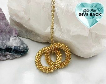 Gold Interlocking Circle Necklace, Anniversary Present, To Give My Wife, Gift for Mom, Gold Beaded Infinity Necklace, Sisters Jewelry