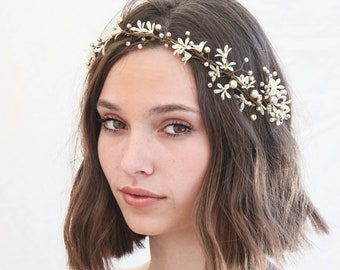 Flower Wedding Hair Vine of Small Ivory Flowers and Champagne Pearls, Wedding Headpiece Ivory Daisy Headband Beaded Wreath Bridal Headpiece