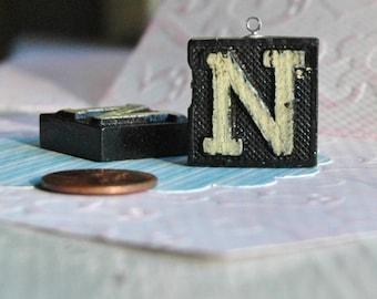 Upcycled tegola anagramma vintage ciondolo lettera d etsy