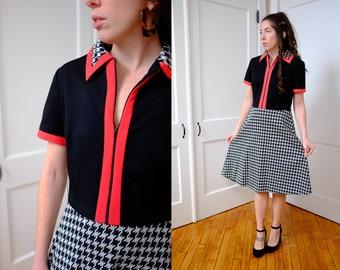 Vintage Houndstooth Collared Dress 70's Medium A-LineShort Sleeved Dress with Deep V Neckline and Large Collar