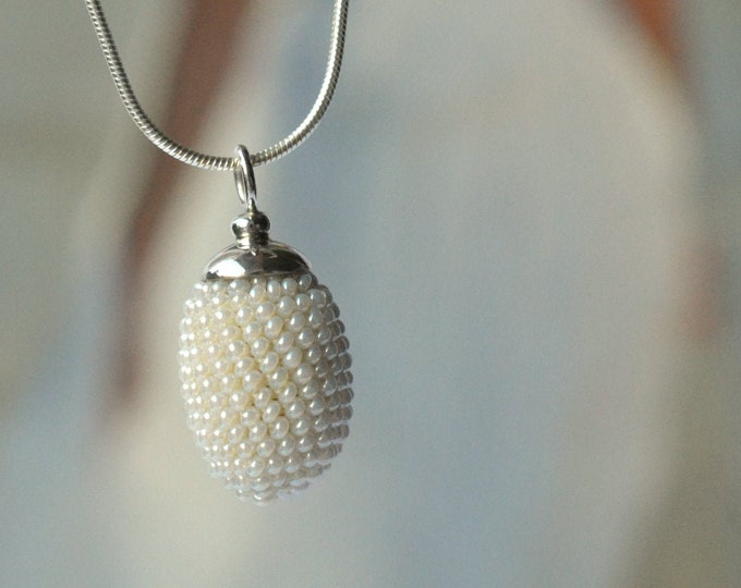 olive shaped pendant bridal necklace pearly white