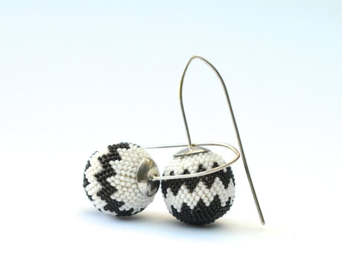 earrings chevron pattern black and white glass beads and silver