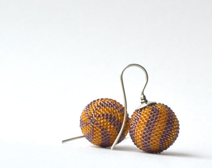 globe earrings lila mustard  twisted