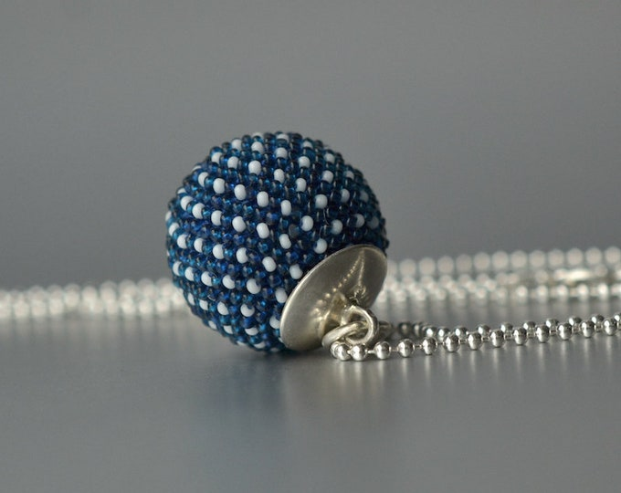 pendant indigo with silver ball chain