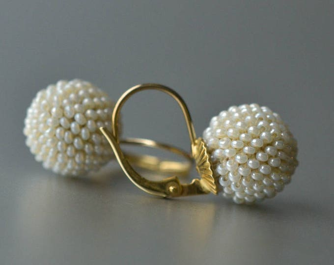 dangle globe earrings pearly antique glass beads gold Leverback