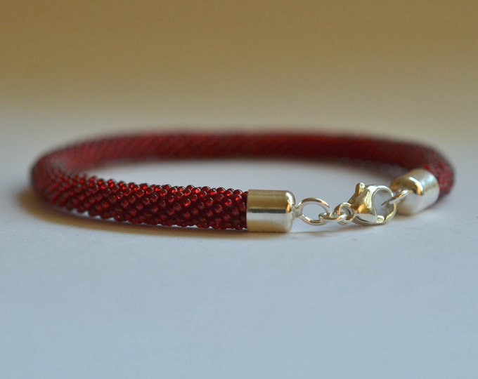 bracelet beaded red with silver closure