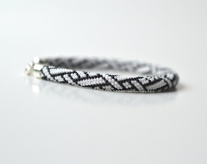 bracelet beaded braiding ornament black and white silver closure
