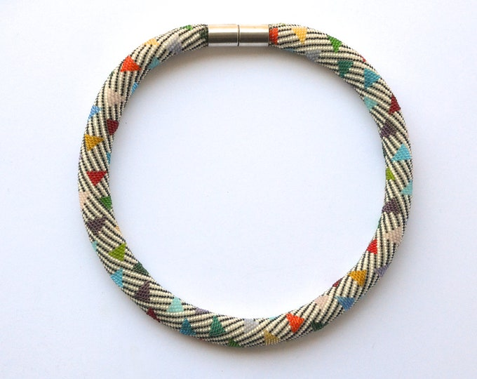 beaded statement Collier