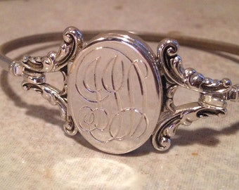Silver Tone Wire Bracelet by Avon