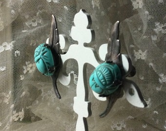 Faux Turquoise Scarab Beetle Silver Tone Leaf Earrings Unsigned Screw Back 1950's 1960's 0009