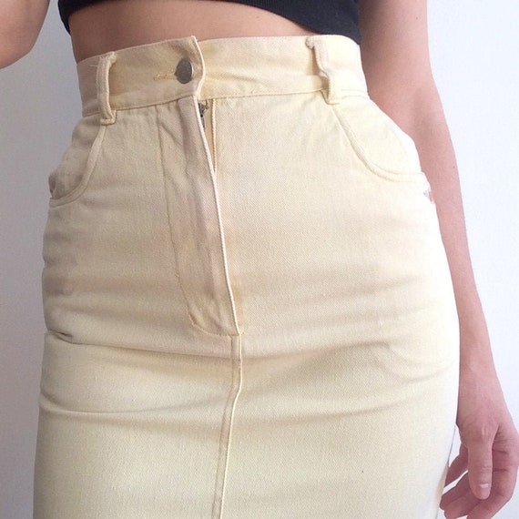 80s butter yellow denim mini / flower embroidery … - image 2