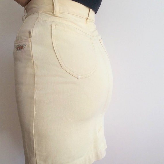 80s butter yellow denim mini / flower embroidery … - image 6