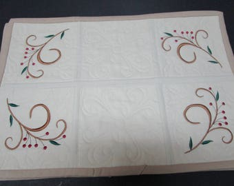 Winterberry placemats