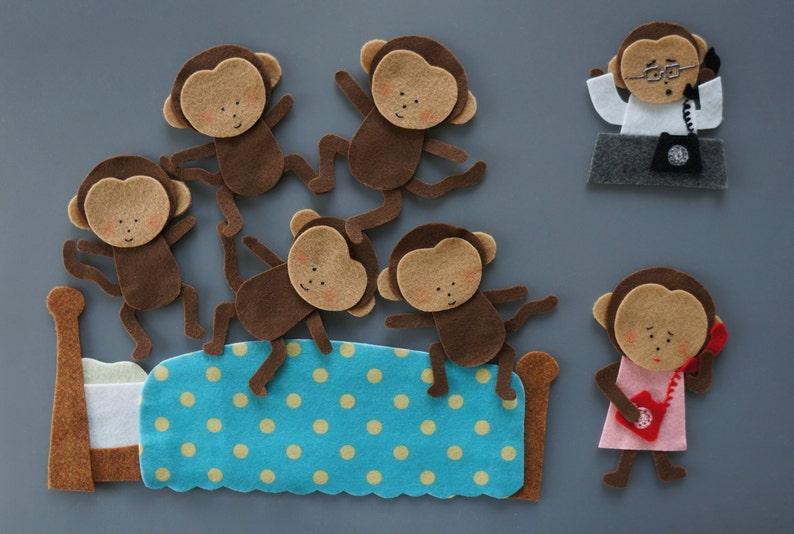 Cinque Scimmiette Saltavano Sul Letto.Cinque Piccole Scimmie Sentito Impostare Saltando Sul Letto Appese Sugli Alberi Sentito Storie Flanella Board Story Mestieri Feltro