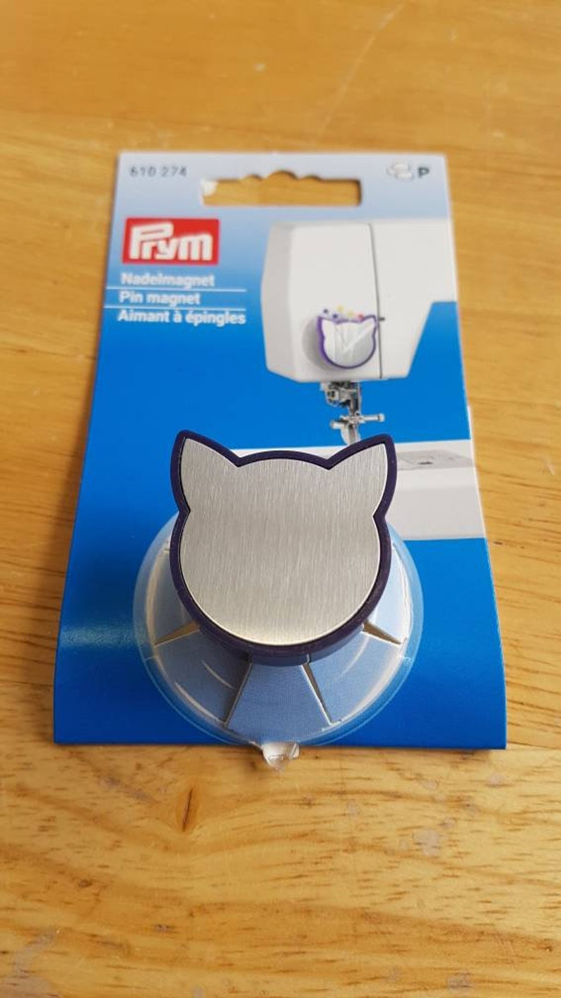 Cat pin magnet for sewing machine image 0