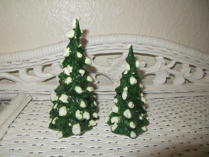 Vintage Ceramic Small Miniature Christmas Trees Snowy Snow Covered Table Decoration Display Set E