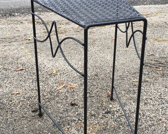 Vintage Black Wrought Iron Side Table, Metal Mesh Table, Mid Century Mod  Patio Table, Metal Plant Stand, Iron Plant Stand, Shabby Farmhouse