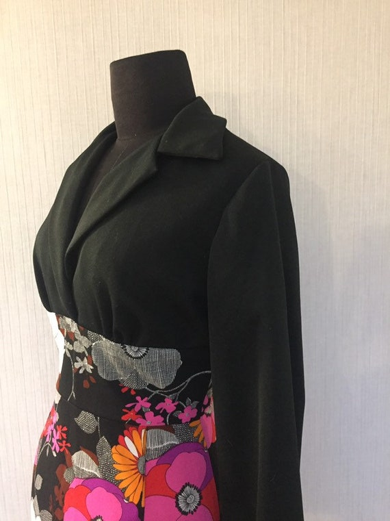 Vintage 1970s Black and Pink Bold Graphic Floral P