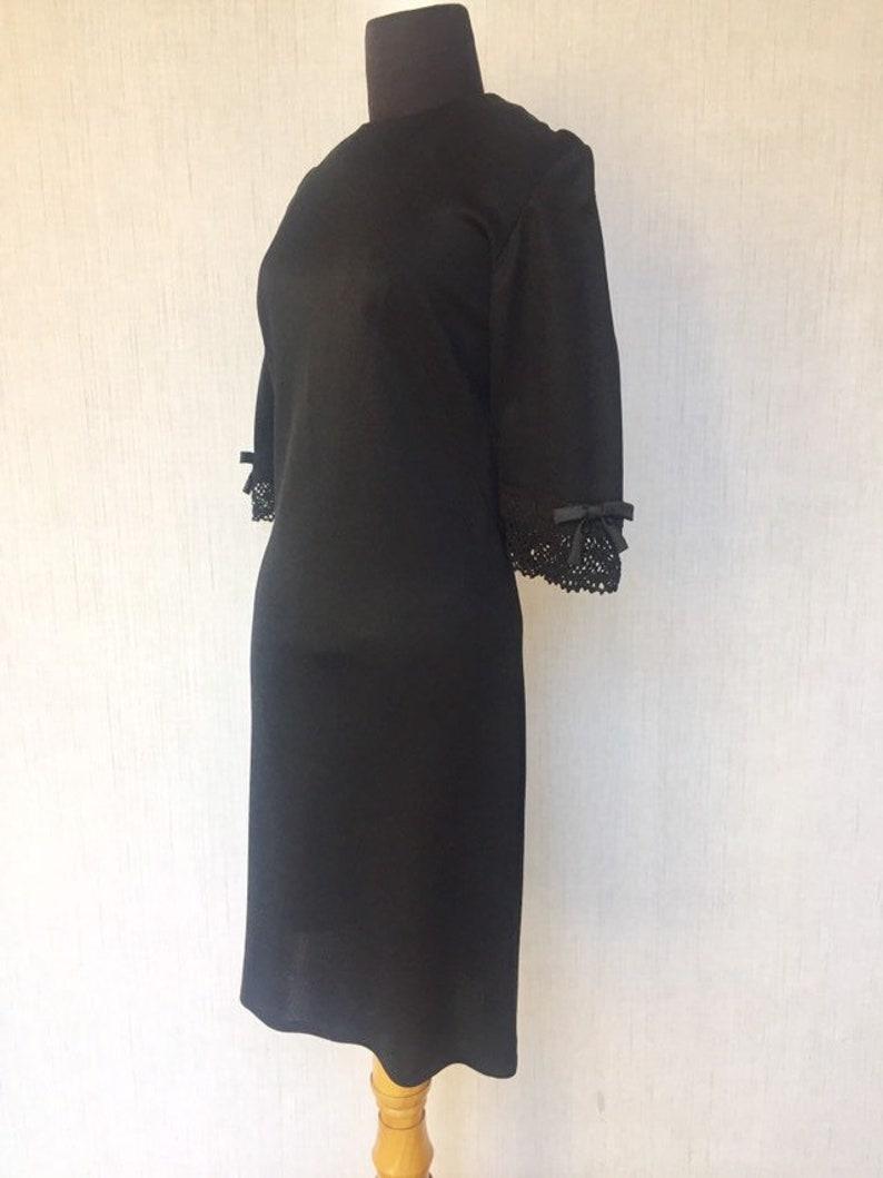 Vintage 1960s Mod Black Shift Dress with Crochet Trim Sleeves  S M