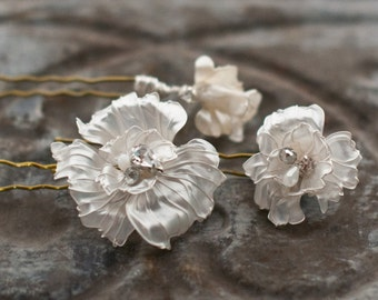 Wedding Hair Flowers, Set of hair pins in silver and ivory pearl, bridal hair jewelry with rhinestones and pearls, poppy flower bobby pins