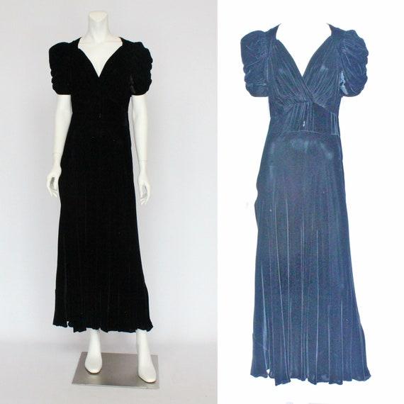 30's Black Velvet Gown / Flared Skirt / Draped Sl… - image 3
