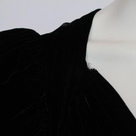 30's Black Velvet Gown / Flared Skirt / Draped Sl… - image 9