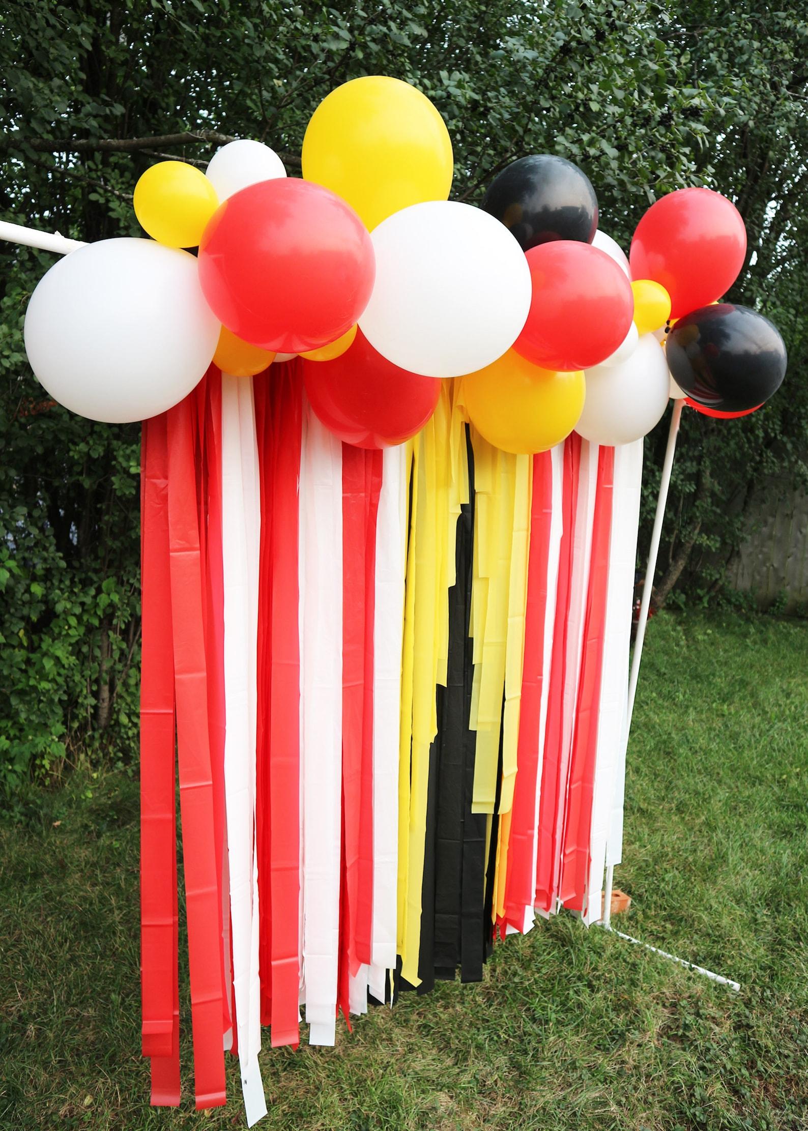 Vintage Circus Balloon Garland Arches