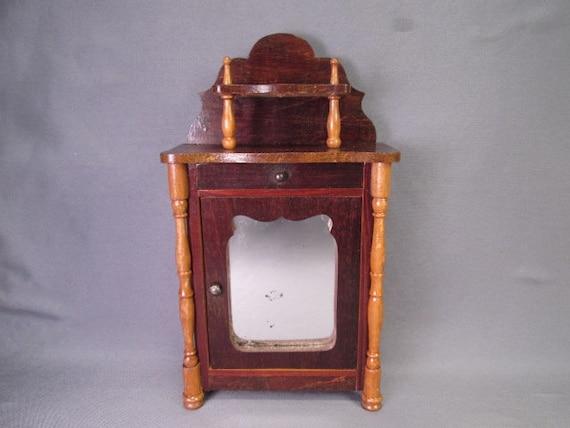Meubles de maison de poupée antique - Armoire ou un meuble de musique - échelle 1» - marque du fabricant de la Suisse