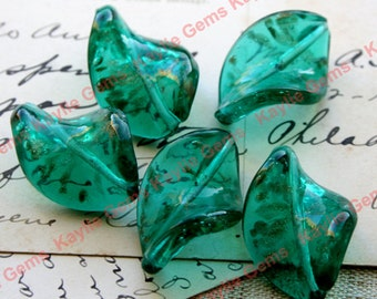 Lampwork Beads Gold Sand Twisted Leaf 20x30mm - Emeral Green 4 pieces