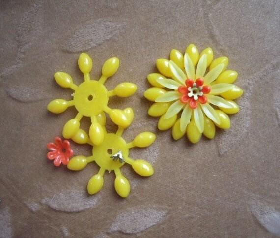Vintage Lucite/plasticenamel Metal Flower Bead Lot Of 4