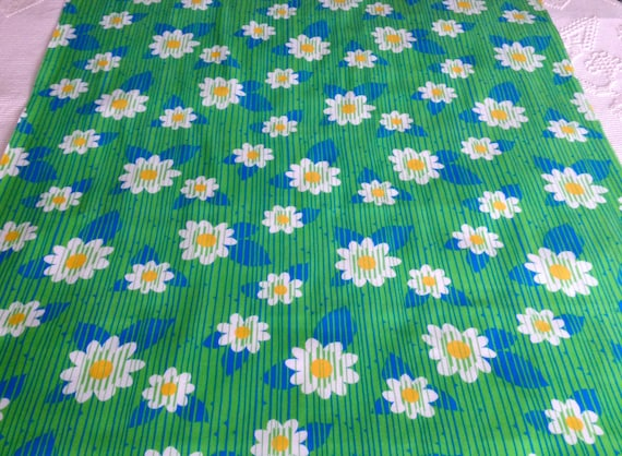 Fab Vintage Daisy Flower Power Hippie Fabric for Home Decor and Vintage Apparel/ 5 Yards Available