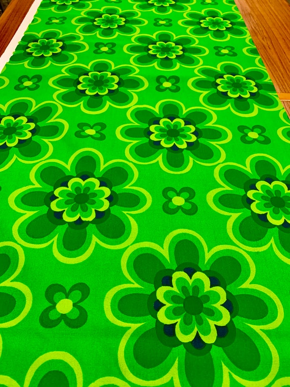 Whimsical Vintage 70s Op Art Floral Broadcloth Fabric/ Hippie Flower Power for Upholstery and Home Decor/ 11 Yards Available