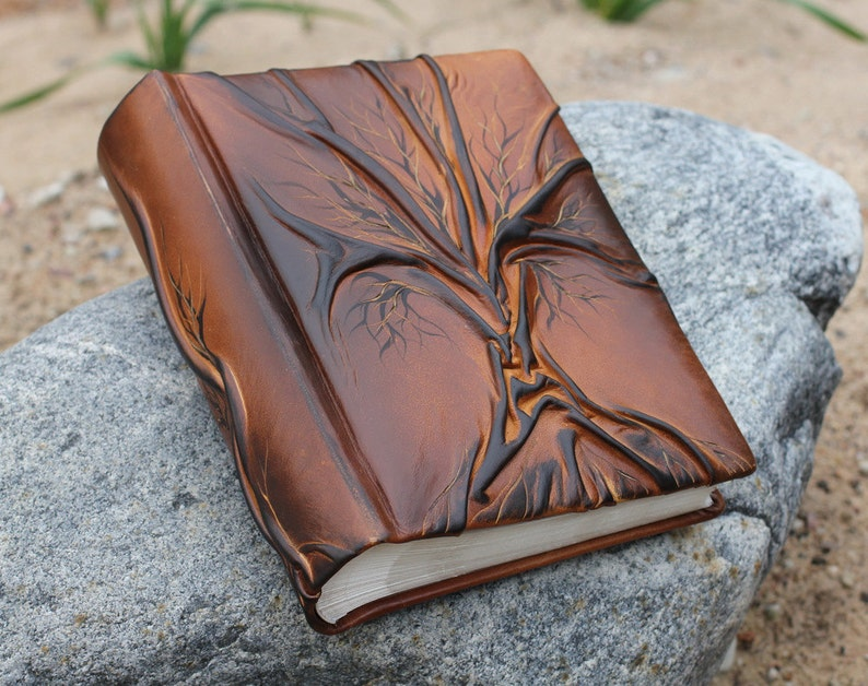 Photo album 10 x 7 1/2  with Tree for 300 photos leather image 0