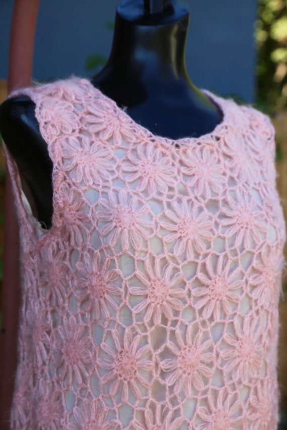 Vtg 60s Daisy Chain Sweater Vest / Pullover Top T… - image 4
